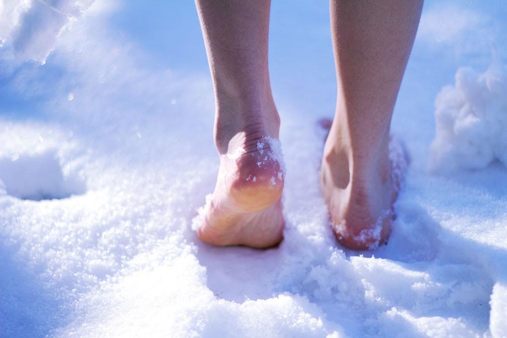 уход за ногами снег